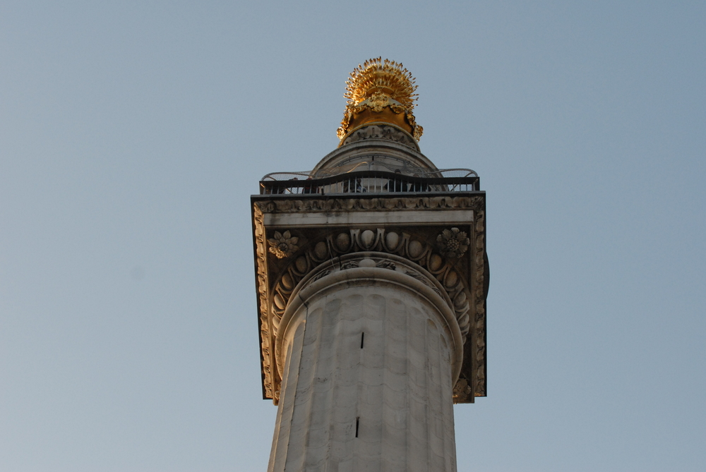 The Monument of London is a tribute to the great fire of 1666