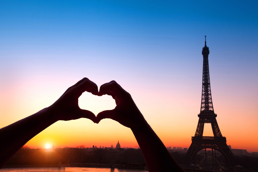 Romantic sunset and Effiel tower in Paris as backdrop for an engagement