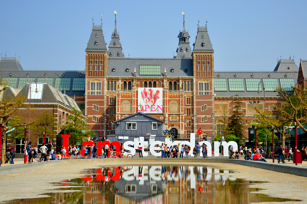 "The Rijksmuseum with the ""I Am Amsterdam"" sign in front."