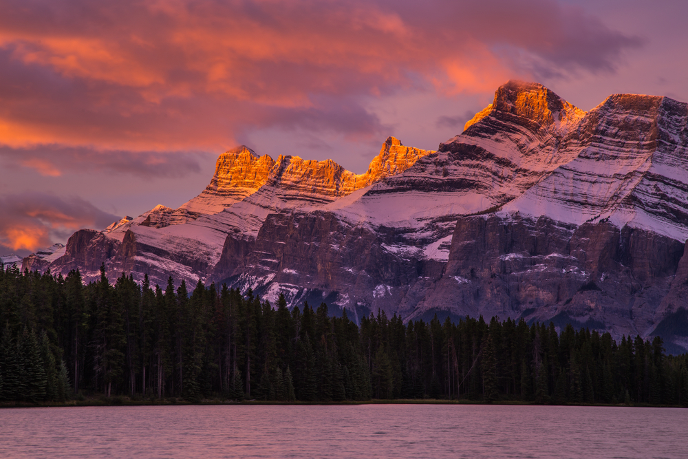 Sunrise views of Mount Rundle, Banff National Park